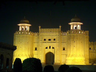The_Lahore_Forts_Alamgiri_Gate_Picture2_taken_at_night_-_July_20_2005